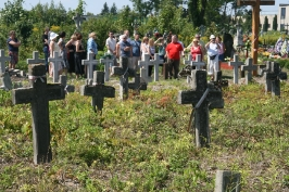 przy kwaterze żołnierzy polskich na cmentarzu w Brodach