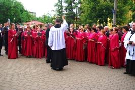 Chór Mariański śpiewa przy I ołtarzu