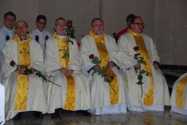 księża z różami