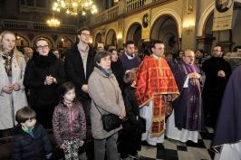 księża i wierni w czasie procesji wejścia