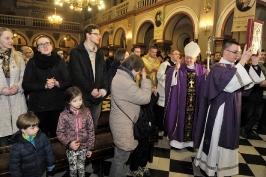 ks. abp Marek w czasie procesji wejścia