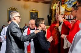 namaszczenie krzyżmem przez ks. Biskupa