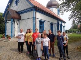 przed cerkwią w Wojnowie