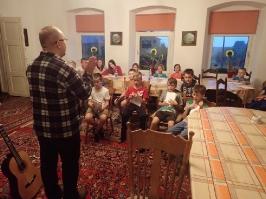 wieczorna lekcja śpiewu